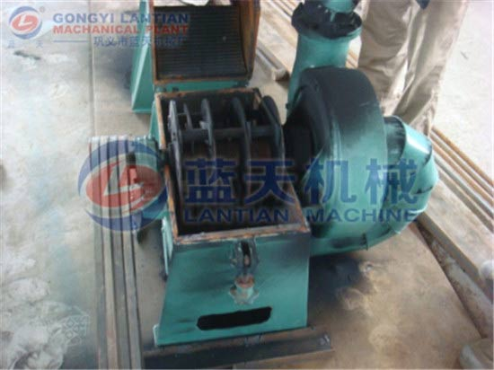 Charcoal hammer crusher
