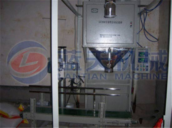 Vertical granule packing weighing machine